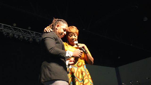 Iyanla Vanzant takes usie at Transformation 2016