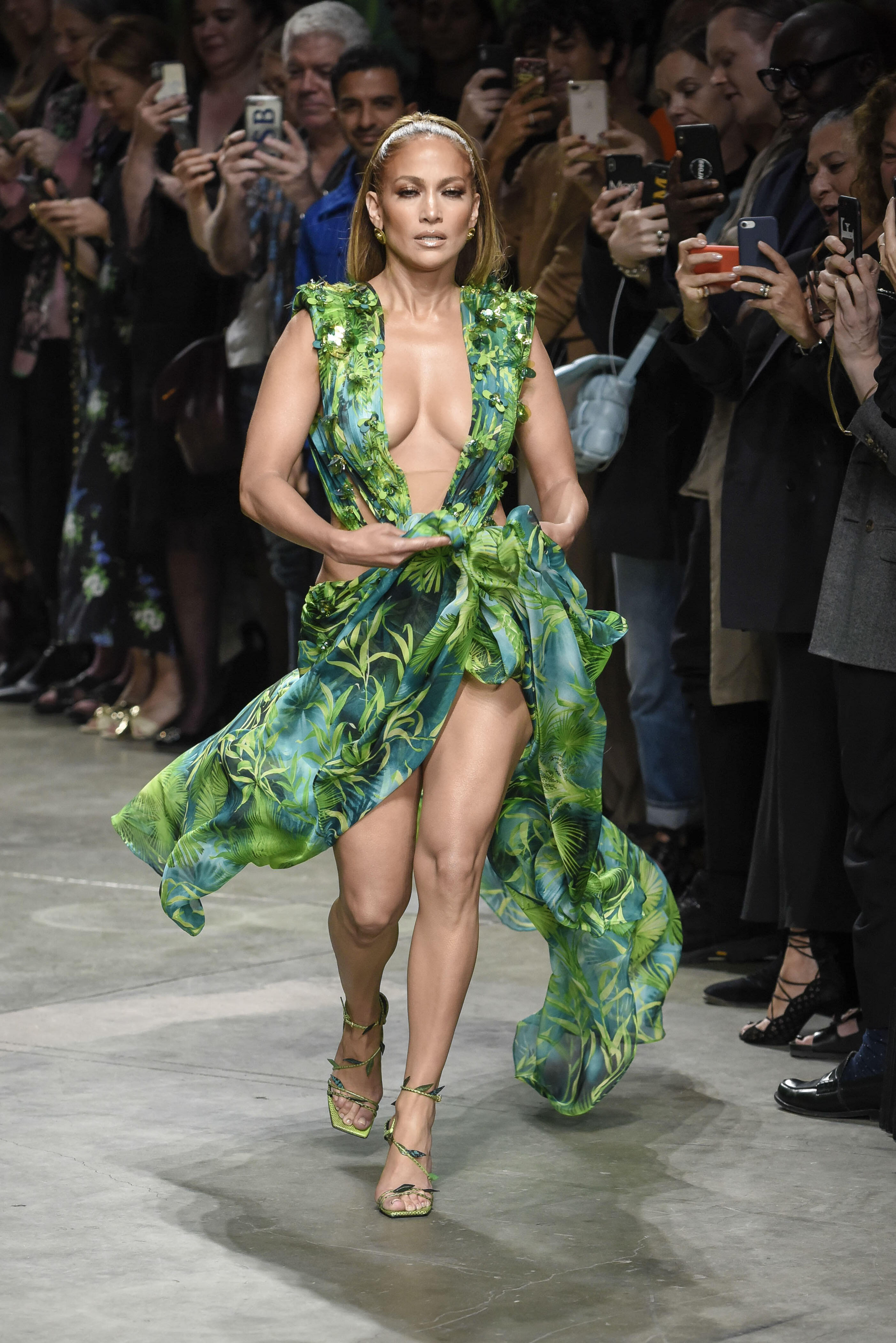 MFW: Jennifer Lopez starring Versace fashion show